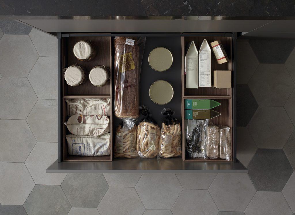 Cajas de madera para los cajones en Cocinas Santos
