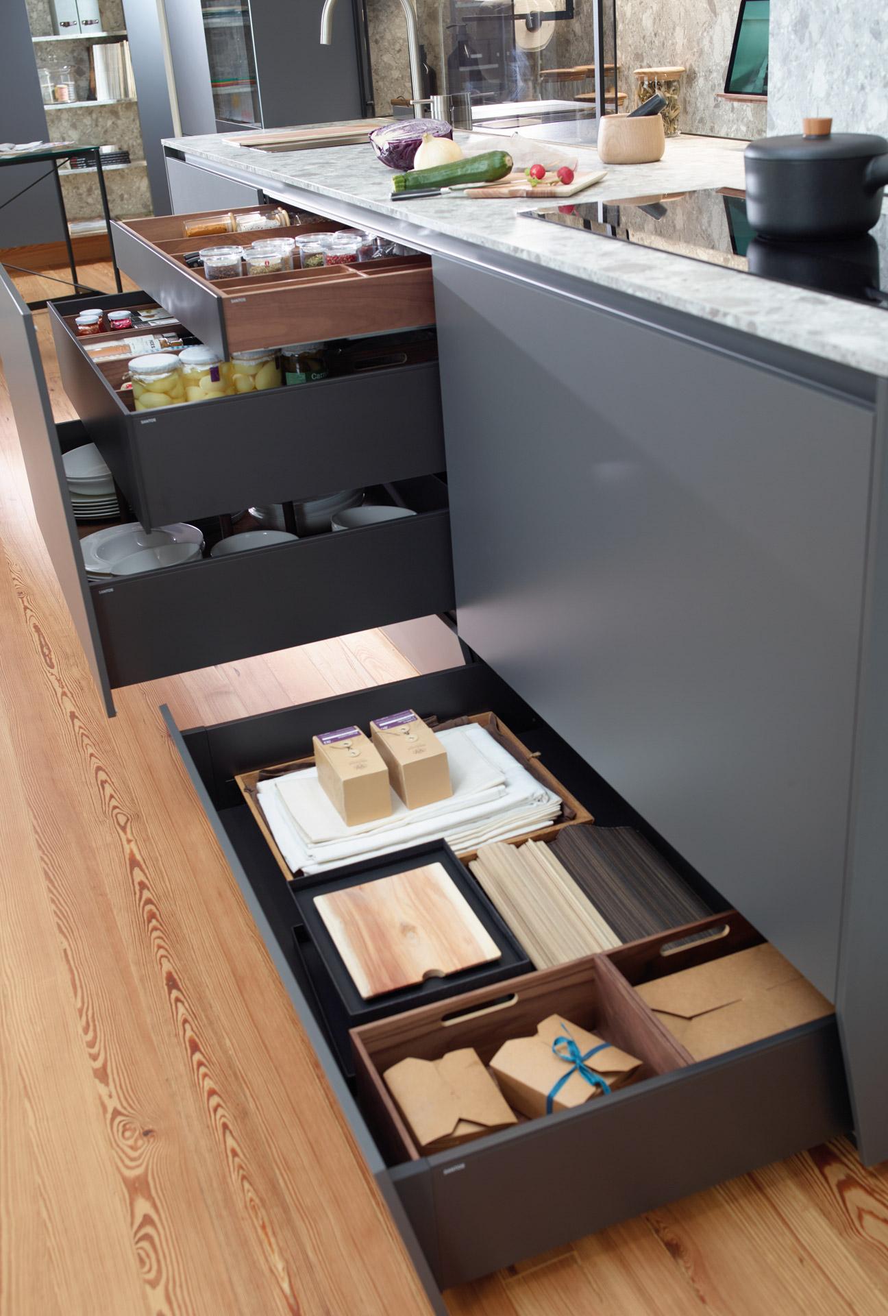 Cajón contenedor de almacenamiento en cocina lineal