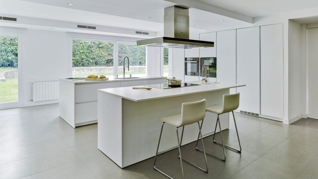 Cocinas con isla Santos: múltiples funciones para todo tipo ...