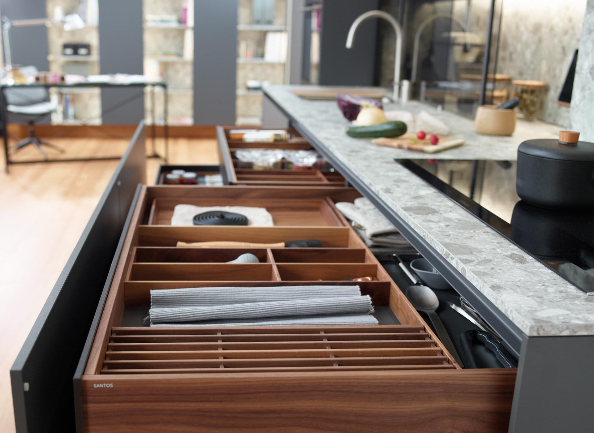 Cubertero extraíble en cocinas en línea Santos