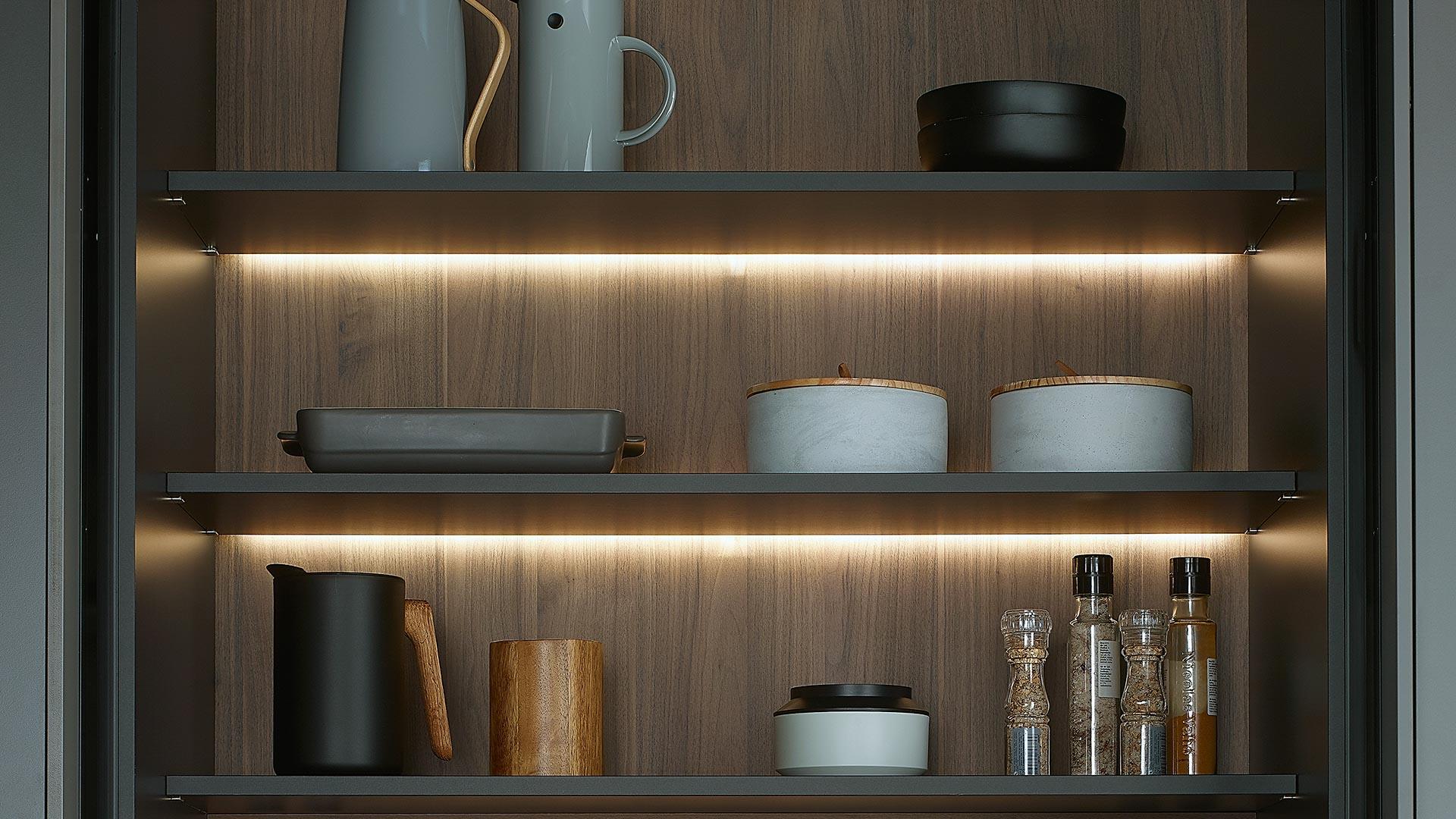 Accesorios en cocinas santos para cajones muebles - Iluminacion interior armarios ...
