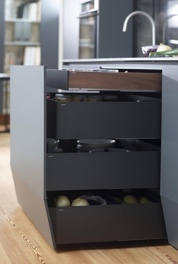 Mejor aprovechamiento de la cocina: cajones de 4 niveles