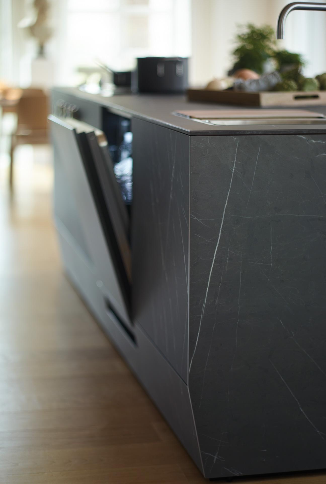 Mueble hasta el suelo en cocinas abiertas con isla Santos