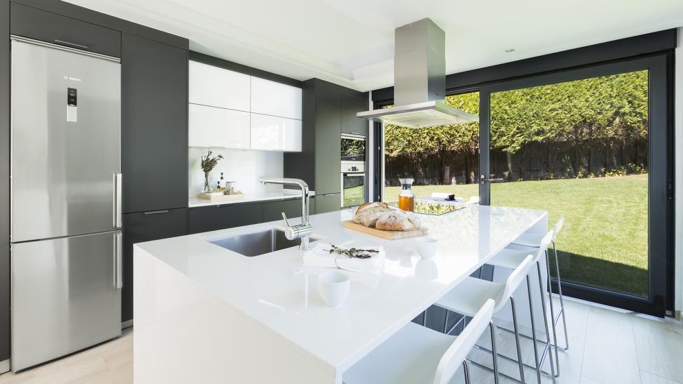 Black and grey kitchens by santos designs that add - Cocinas con diseno ...