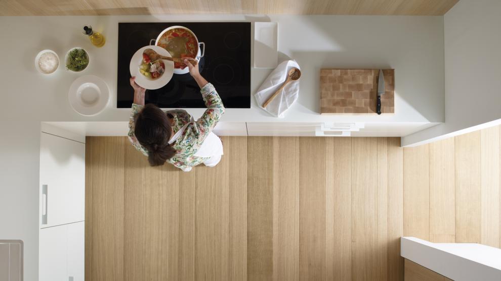 slide_santos-cocinas-ariane-2-estratificado-blanco-roble-comodidad