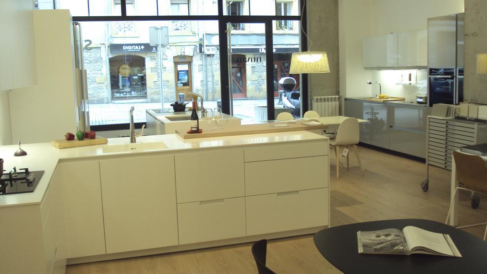 slide_santos-estudio-eibar-tienda-de-cocinas-apertura-5