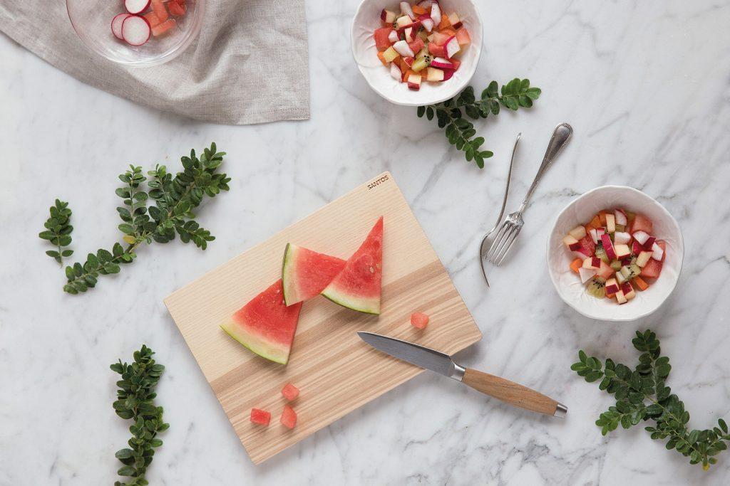 Recept voor een salade met vers fruit en groente op de kalender voor 2019 van Santos keukens
