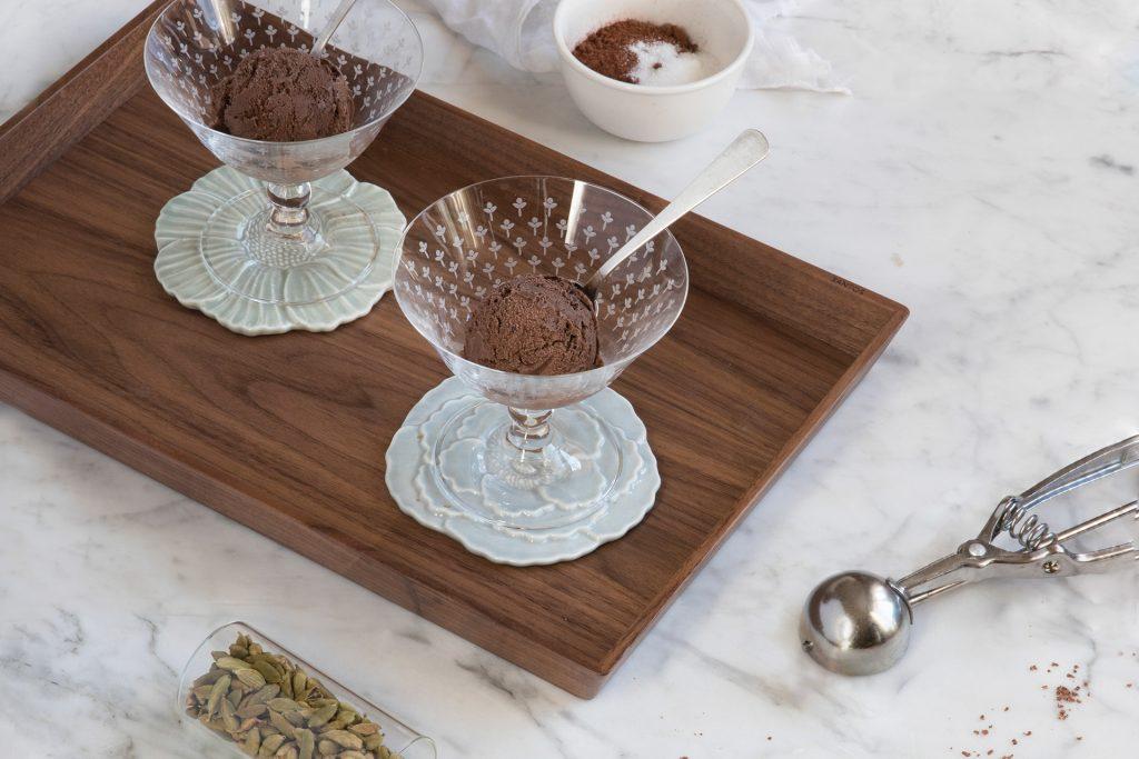 Receita de gelado de chocolate e cardamomo no calendário 2019 de cozinhas Santos