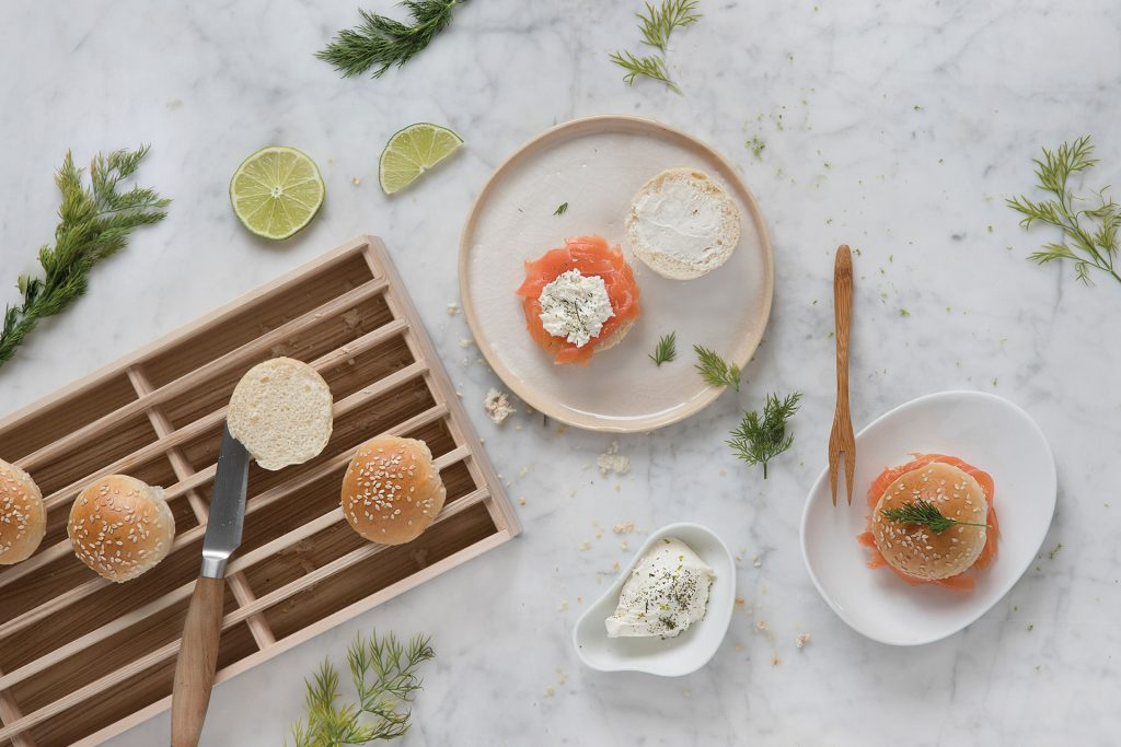 Receita de mini-sandes de salmão e creme de citrinos no calendário 2019 de cozinhas Santos