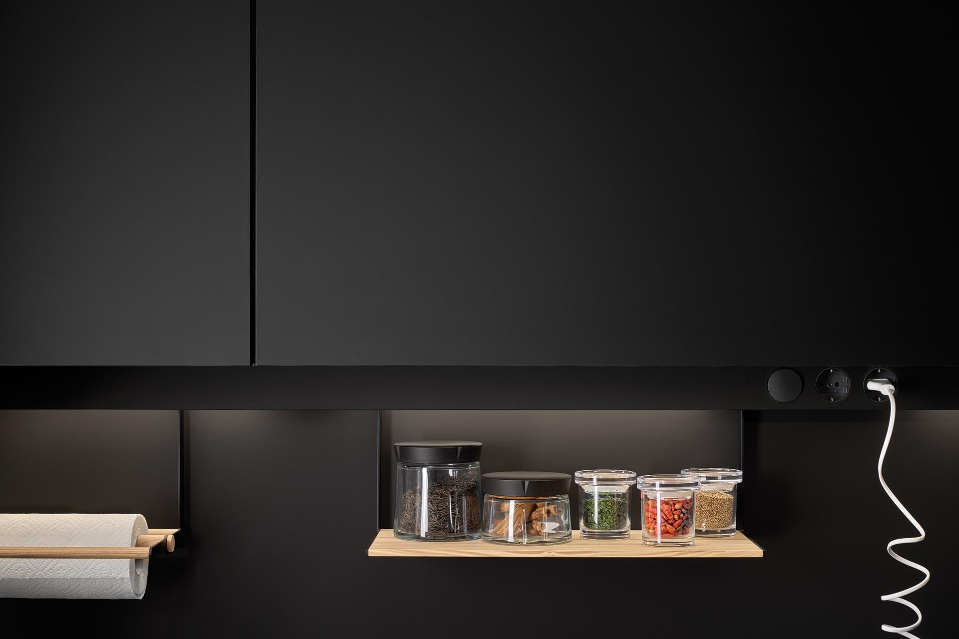 Keukens Santos afgewerkt met melamine of laminaat: variatie en weerstand