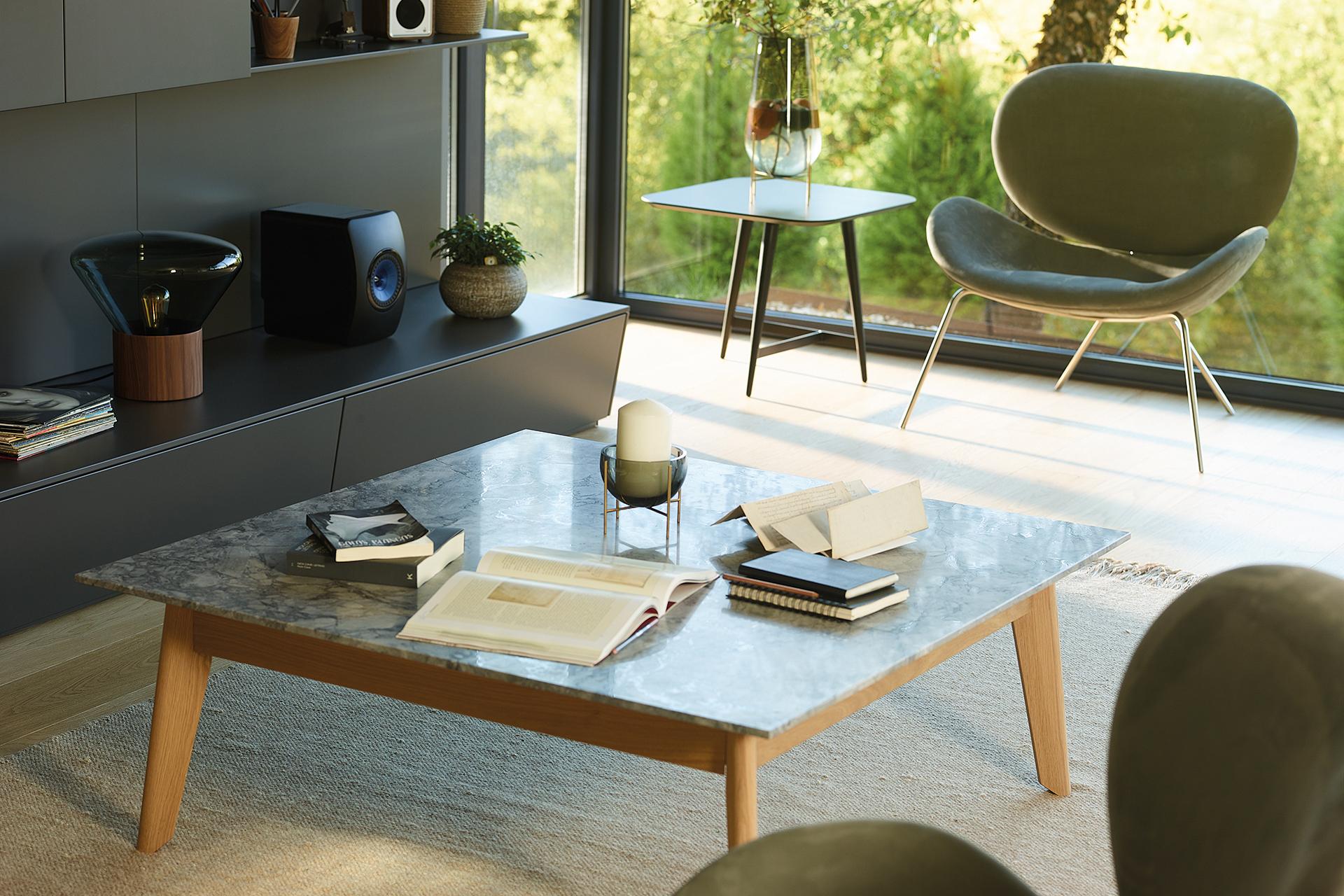 Mesa de madera y granito para salon Santos