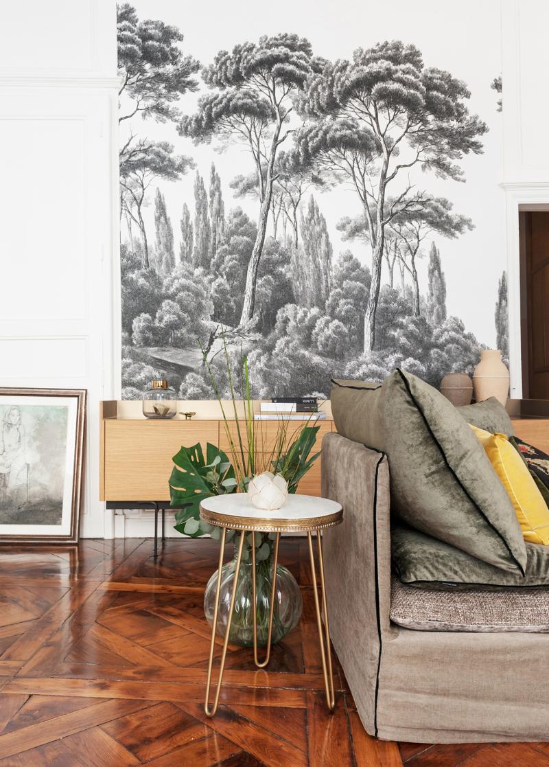 Cozinha Santos preta com ilha num apartamento com espírito boémio