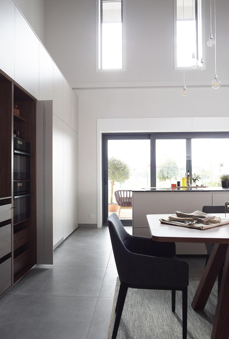 Muebles de cocina blanco y madera Santos