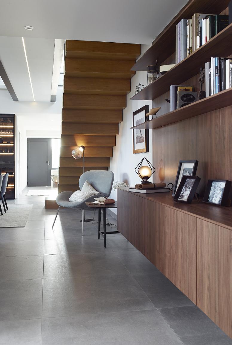 Mueble para pasillo con área de lectura