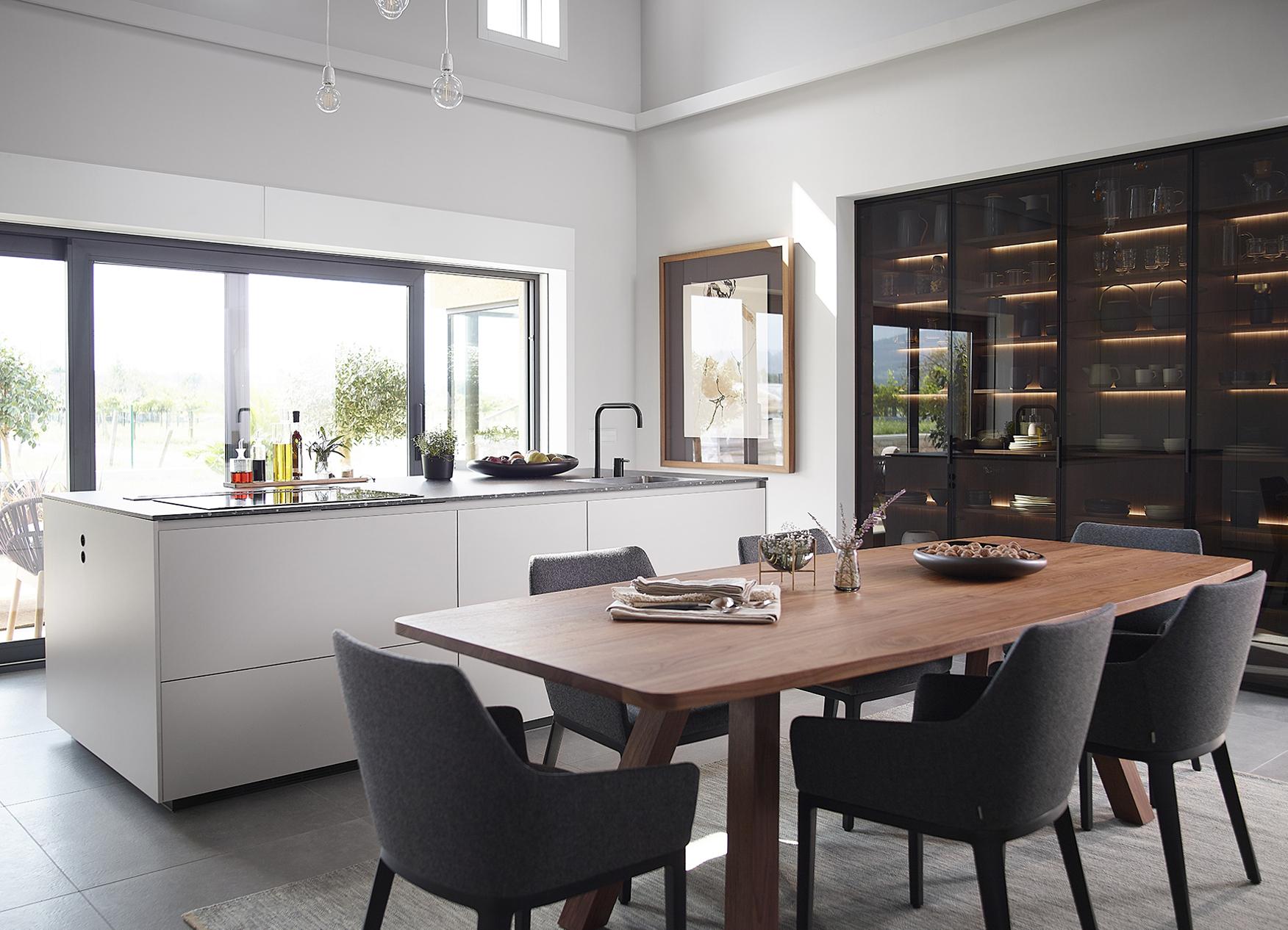 Cocinas en blanco, negro y madera Santos