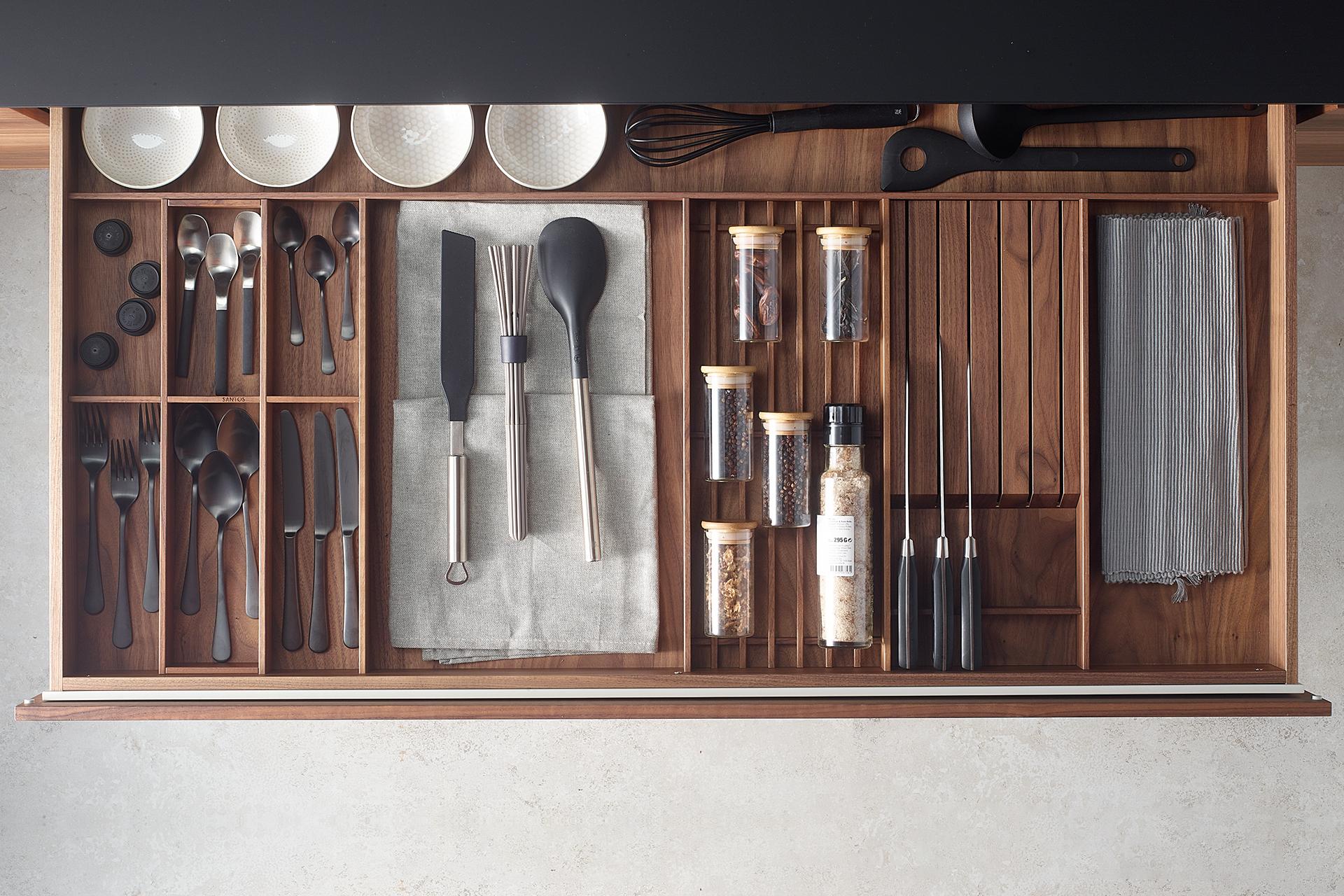 Accessories for drawer interiors in Santos kitchen