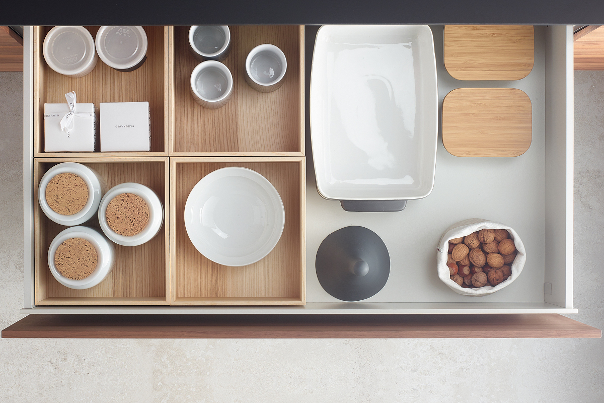 Santos white pull-out wooden container