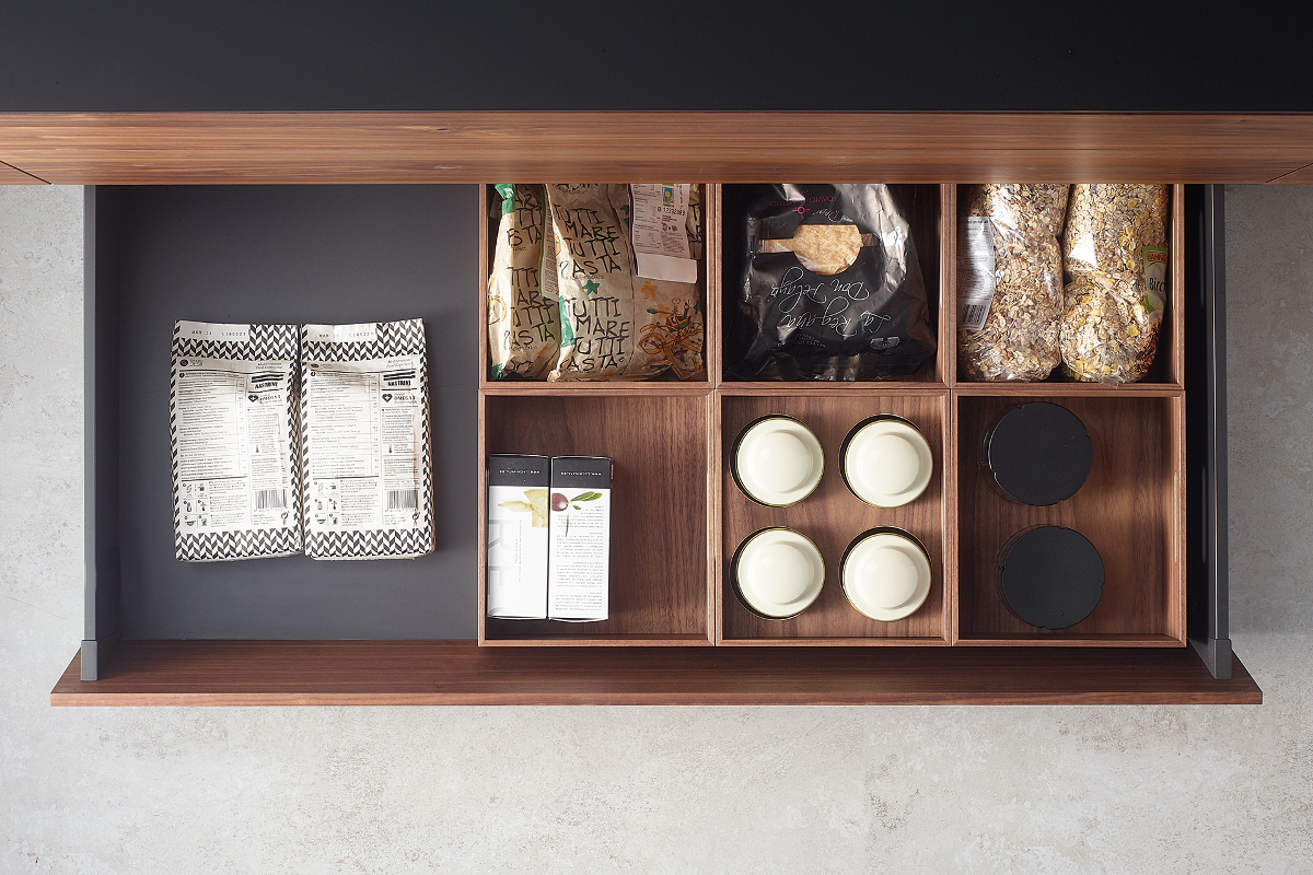 Santos black pull-out wooden container