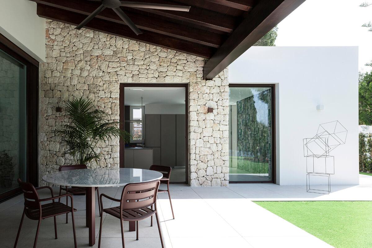 Cozinha Santos aberta para a varanda e o jardim
