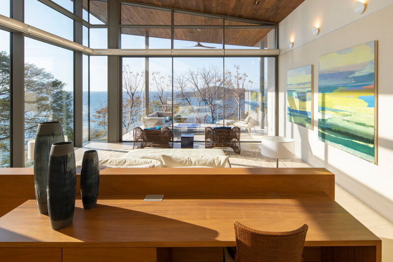 Cuisine Santos avec îlot dans une maison secondaire de luxe