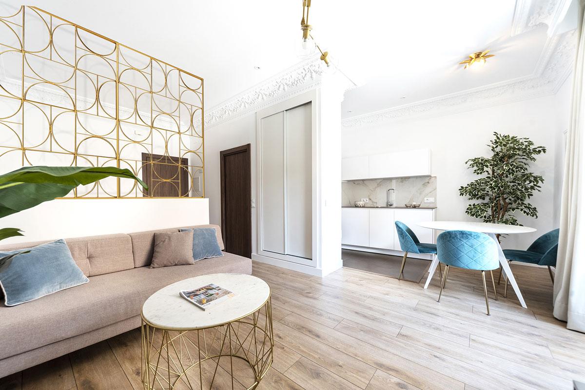 Cozinha Santos e sala de estar em apartamento turístico