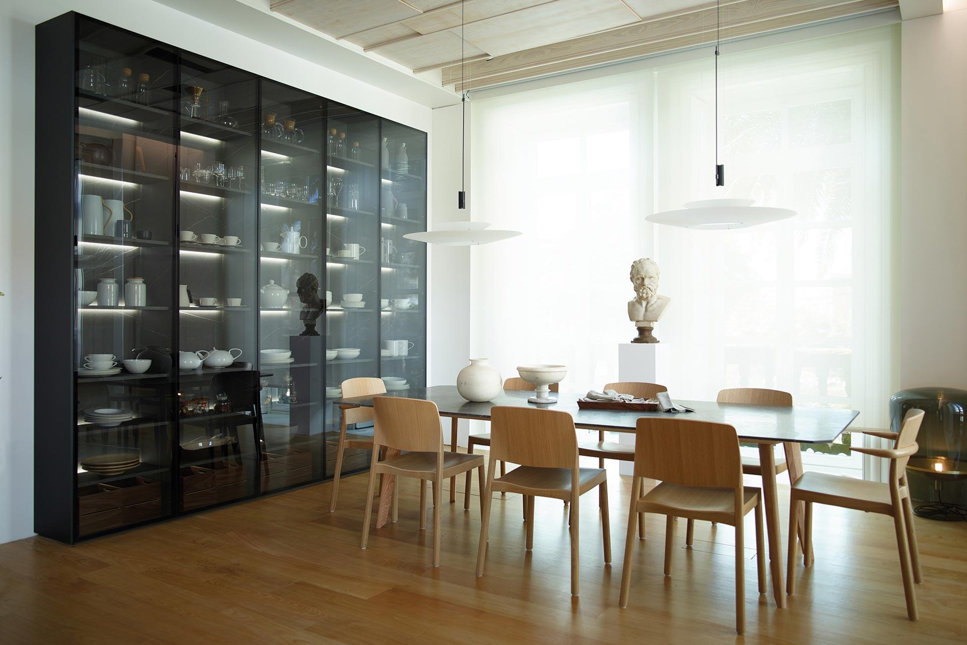 vitrina-negra-cocina-contigua-salon-santos