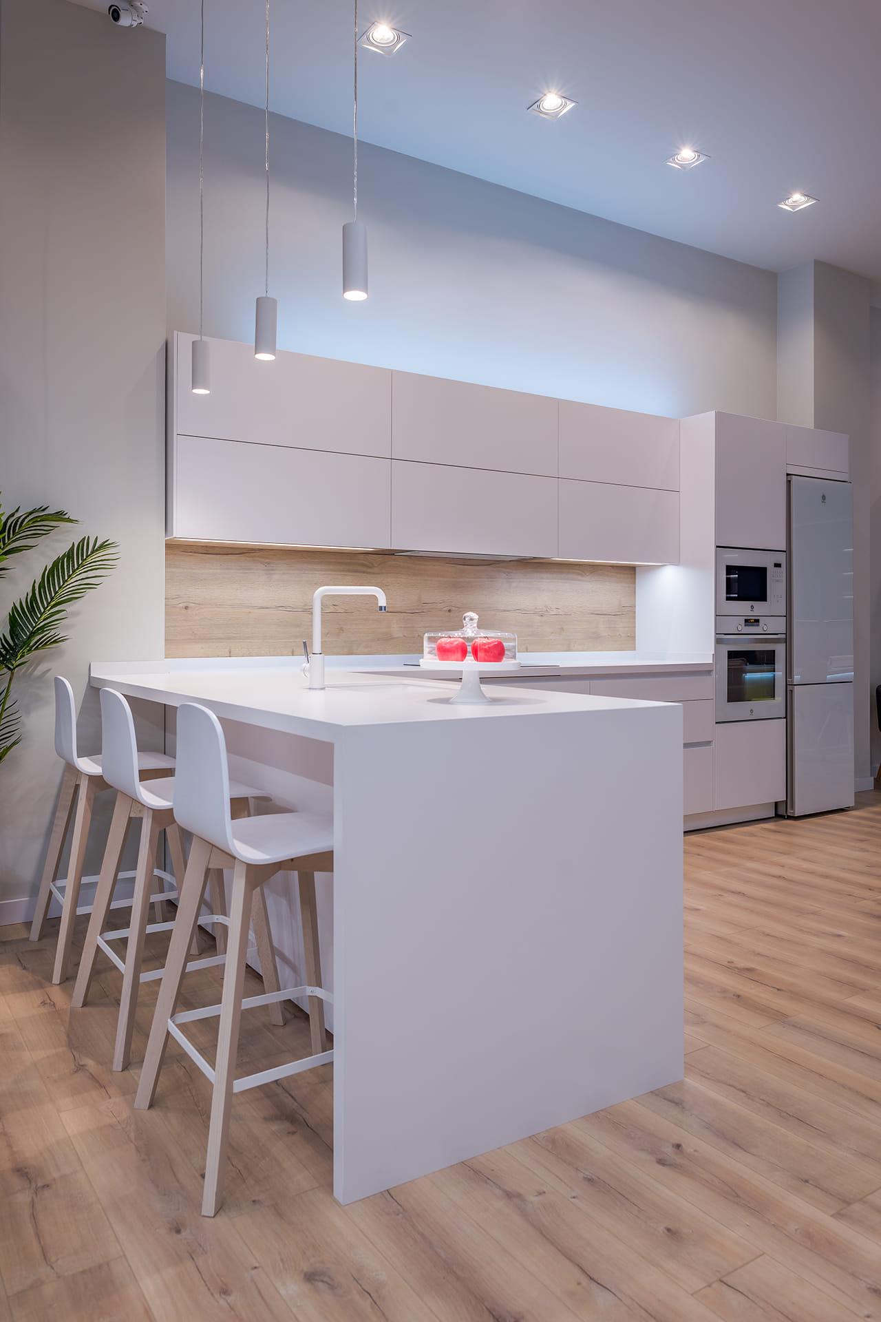 White display kitchen in Granada