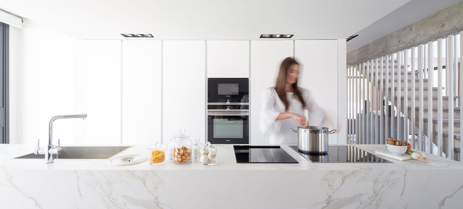 Cuisine blanche Santos dans une maison secondaire