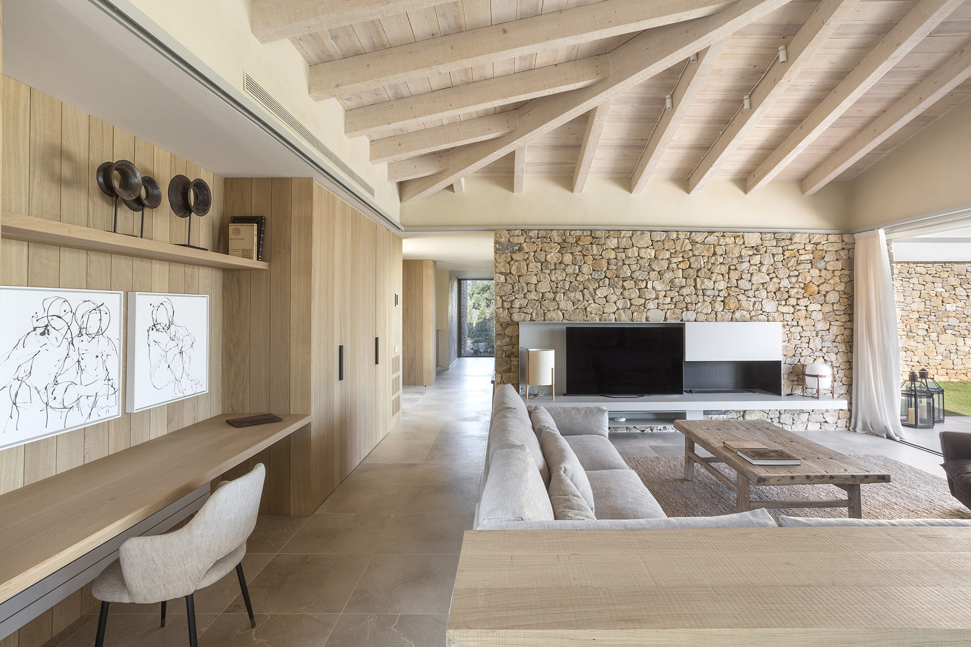 Living area with Cashmere-coloured and laminate furniture
