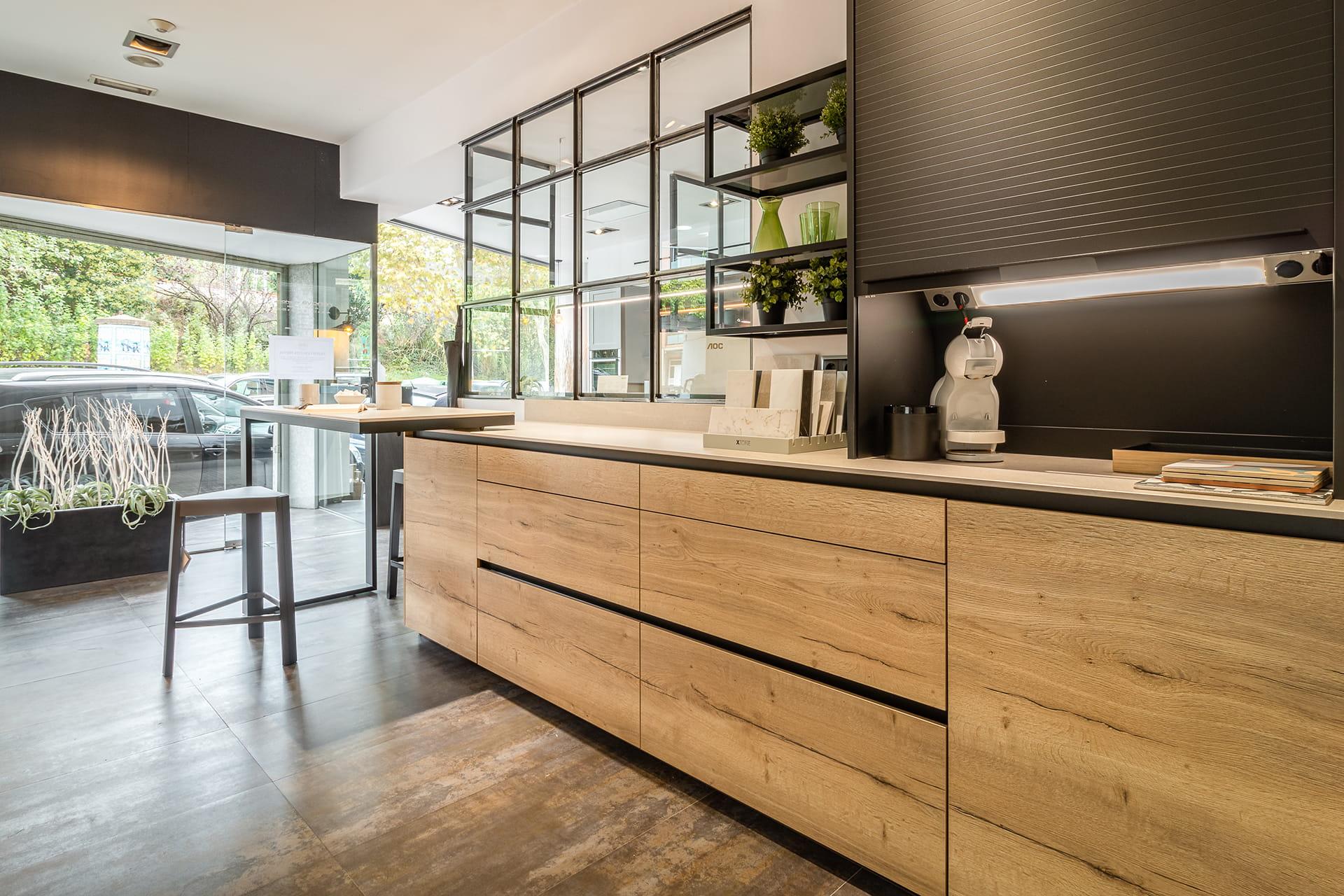 Houten Santos keuken in showroom in Barcelona