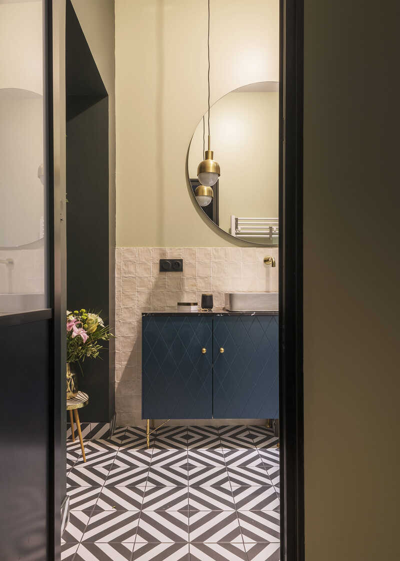 Functional master bathroom with mirror and furniture