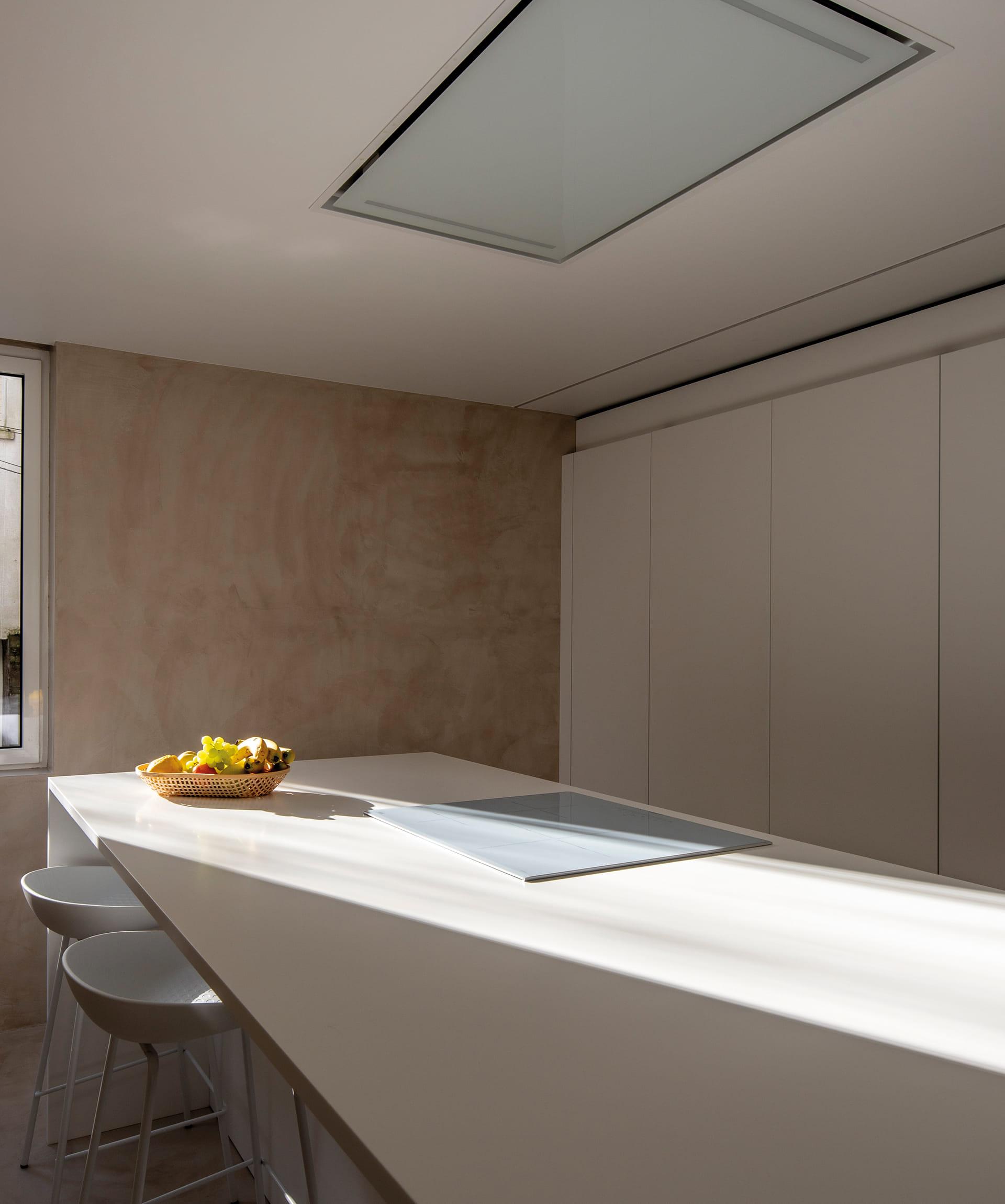 Wit werkblad keuken met eiland