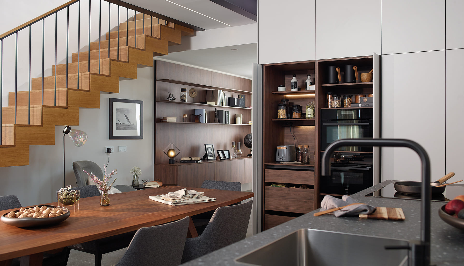 Modulaire open kast-buffetkast in keukens van Santos