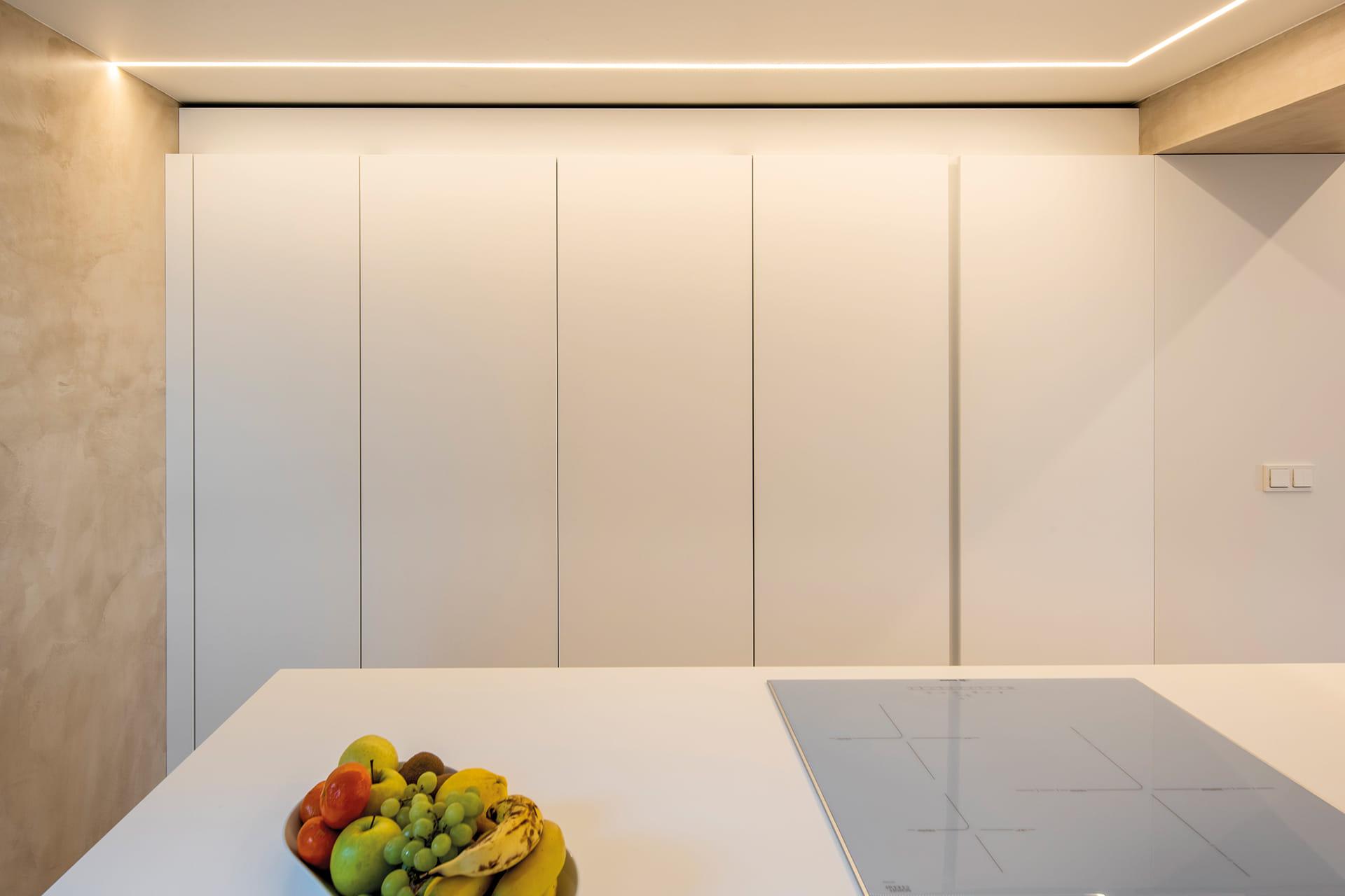 Cocina con lineal de columnas blanco Santos