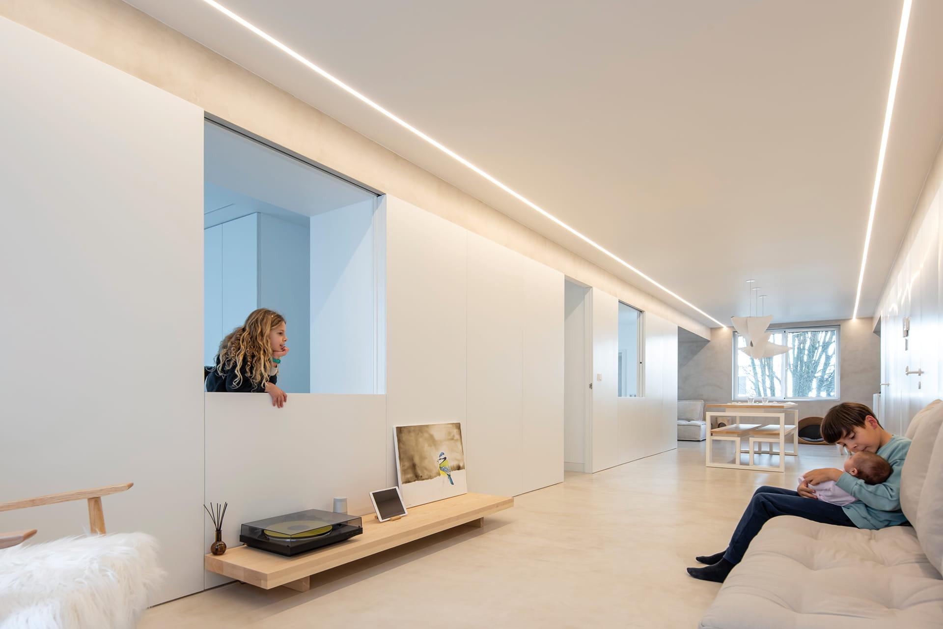 Iluminación perfil LED blanco empotrado al techo