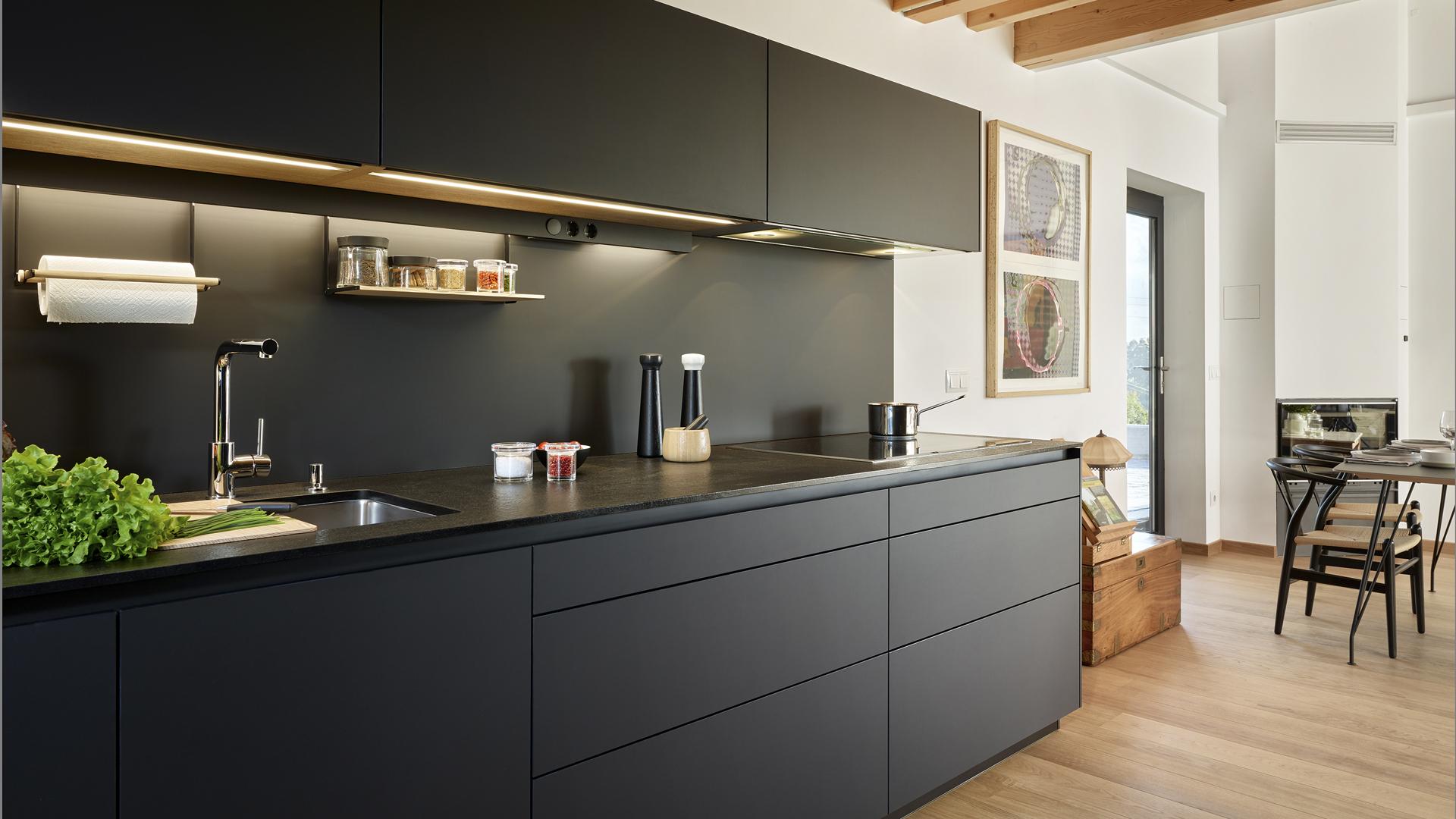 Cocinas negras y grises de Santos: diseños que aportan carácter y ...